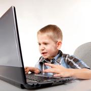 Причины аутизма: вместо общения - планшет с мультиками
