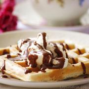 Завтрак или десерт: рецепт вафель с шоколадным соусом