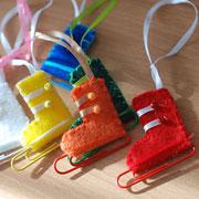 Новогодние игрушки своими руками: коньки из скрепок
