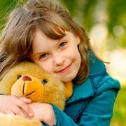 Игрушки для детей в подарок: кукла, мишка или монстр?