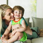 Игрушки для детей от рождения до года: полезные, вредные, какие?