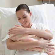 Первый час после родов: почему нельзя разлучать мать и ребенка