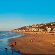 'Звездные' курорты Франции весной: поездка в Довиль и Ля Боль