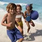 Защита от солнца для детей: на даче и на море