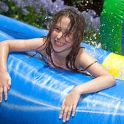 Надувной бассейн, горка и батут: выбираем для дачи и отпуска