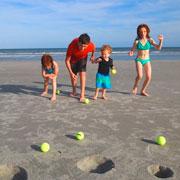 Чем заняться на пляже: 9 интересных идей и игр для всей семьи