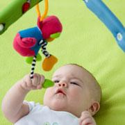 Развитие ребенка<br>игры и игрушки: месяц первый