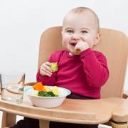 Ребенок после года: чем его накормить и как научить есть самостоятельно
