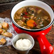 Для холодных дней: 2 сытных супа - гороховый и грибной