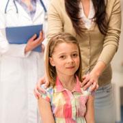 Боль в горле и ангина у детей: антибиотики или полоскания?