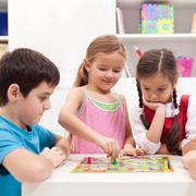 Чем занять ребенка на каникулах? Топ-10 настольных игр