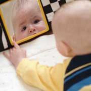 Ребенок 6-9 месяцев: 2 научных эксперимента и сюжеты для развивающих игр
