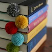 Поделки из помпонов: 10 шерстяных идей для интерьера и гардероба