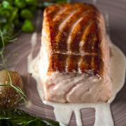 Рыбный день: 3 рецепта из Скандинавии. Сливочный суп с водкой и лосось с пивом