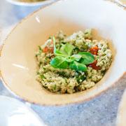 Обед за полчаса: салат с булгуром и рыба, запеченная в соли