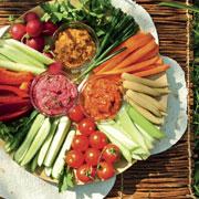 Вместо салатов: 3 рецепта закусок из овощей. Летние дипы