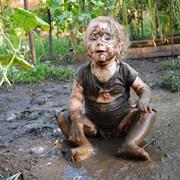 Детские шалости: скорее делайте фото! Дети на кухне и в огороде