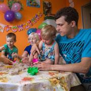 Очередь на мытье окон, или 5 нескучных дел многодетной семьи