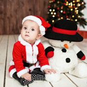 Первый Новый год малыша вне дома. Как сделать его комфортным и веселым?