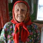 Бабушка – труженик тыла: в 89 лет держит корову и копает картошку