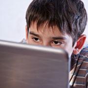 Элисон Байверсток: Не учится, не работает, только еда и компьютер. Что делать?