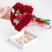 Подарок на 14 февраля - своими руками: сердце из гвоздик и конфет