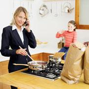 Папа – дома, мама – на работе: смена ролей в отдельно взятой семье
