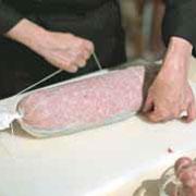 Чем порадовать мужчину на 23 февраля: мясной рулет в духовке