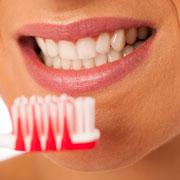 Домашнее отбеливание зубов: плюсы и минусы