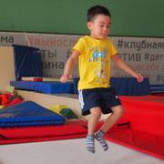 Прыжки на батуте: польза и вред. Вместо фитнес-клуба – батутный центр?