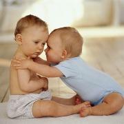 Счастлива вдвойне: как все успеть маме двойняшек?
