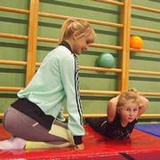 Как научить ребенка подтягиваться? Задание на лето для пап