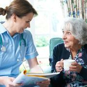 Уход за пожилыми людьми с деменцией: сиделка, интернат, частный пансионат?