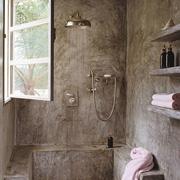 Ремонт ванной. Отделка стен, душевое ограждение, мебель: натуральные материалы