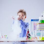 Опыты для детей: разноцветное пламя и невидимые чернила