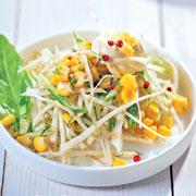 3 простых рецепта салатов для праздничного стола: с апельсином, сельдереем и авокадо