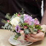 Подарок на  День матери. Букет в чайнике своими руками