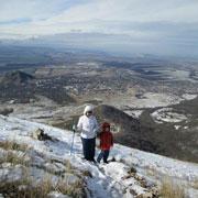 Познавательные книжки – с папой, походы в горы – с бабушкой