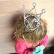 Как сделать корону своими руками: 8 новогодних поделок