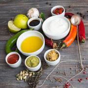 Майонез, кетчуп, сметана... Из чего состоят соусы и давать ли их детям