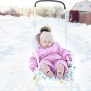 Как вырастить ребенка в России? Шапка, колготы и прогулки в коляске