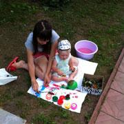 Ребенок рисует: танки, машины, краны, мама и папа – в полтора года