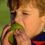 Как неправильно кормить ребенка?