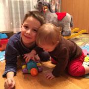 Как научить ребенка не ревновать маму к младшему брату или сестре