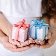 Что подарить маме и новорожденному ребенку