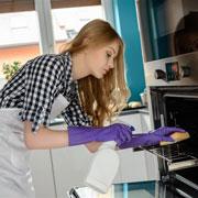 Как эффективно очистить духовку