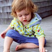 Почему ребенок бьет себя