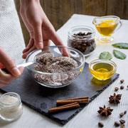 Домашние скрабы: особенности выбора компонентов, рецепты, рекомендации косметологов