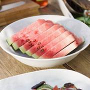 Что приготовить из арбуза: 12 рецептов. Салаты, супы, десерты