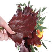 Как сделать букет первоклассника: живые цветы, удобно держать